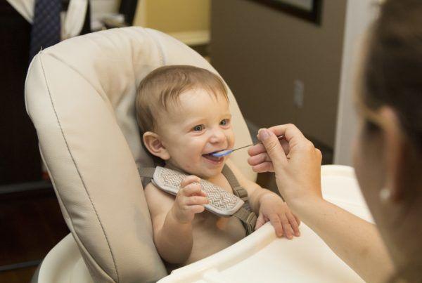 290616-comiendo-bebe