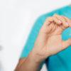 Usar audífonos puede reducir el riesgo de demencia